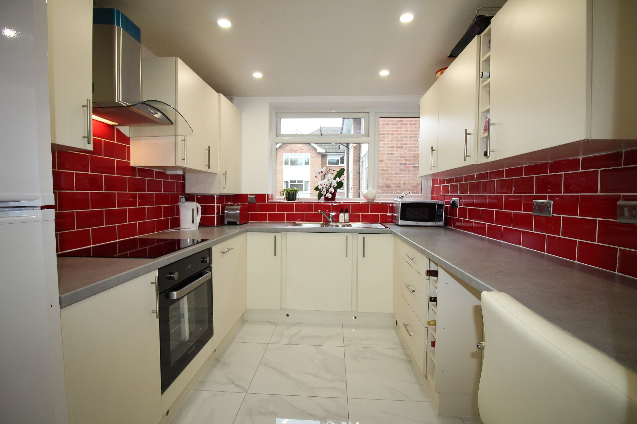 3 bedroom apartment flat/apartment Let Agreed in Solihull - Photograph 3.