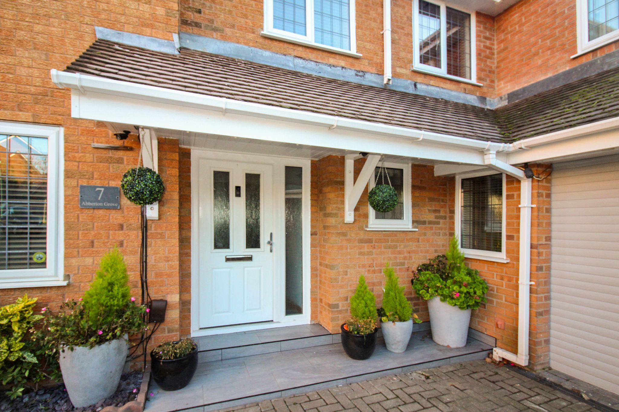 6 bedroom detached house SSTC in Solihull - Photograph 2.