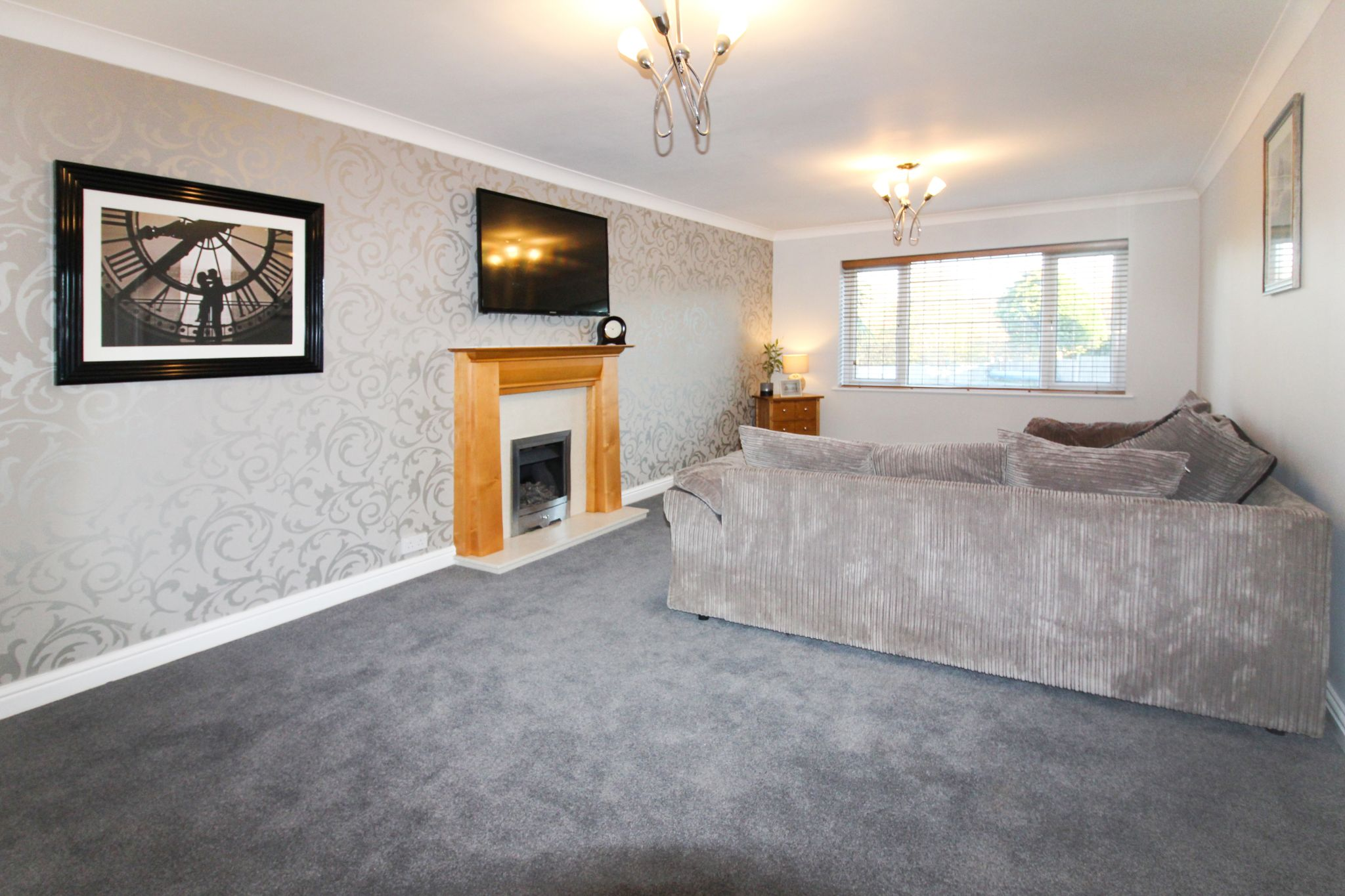 6 bedroom detached house SSTC in Solihull - Photograph 4.