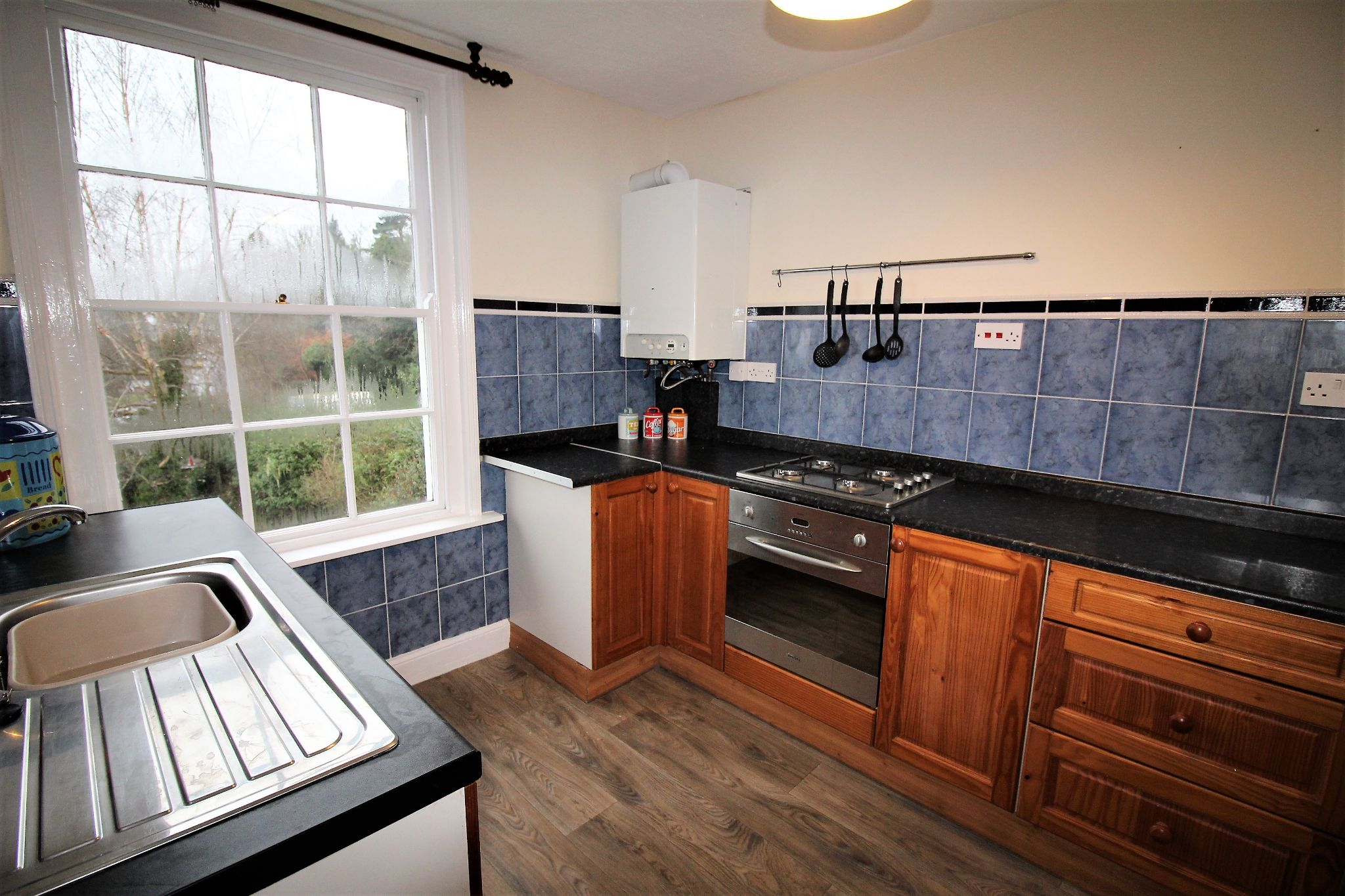 1 bedroom apartment flat/apartment For Sale in Malvern Hills - Photograph 5.