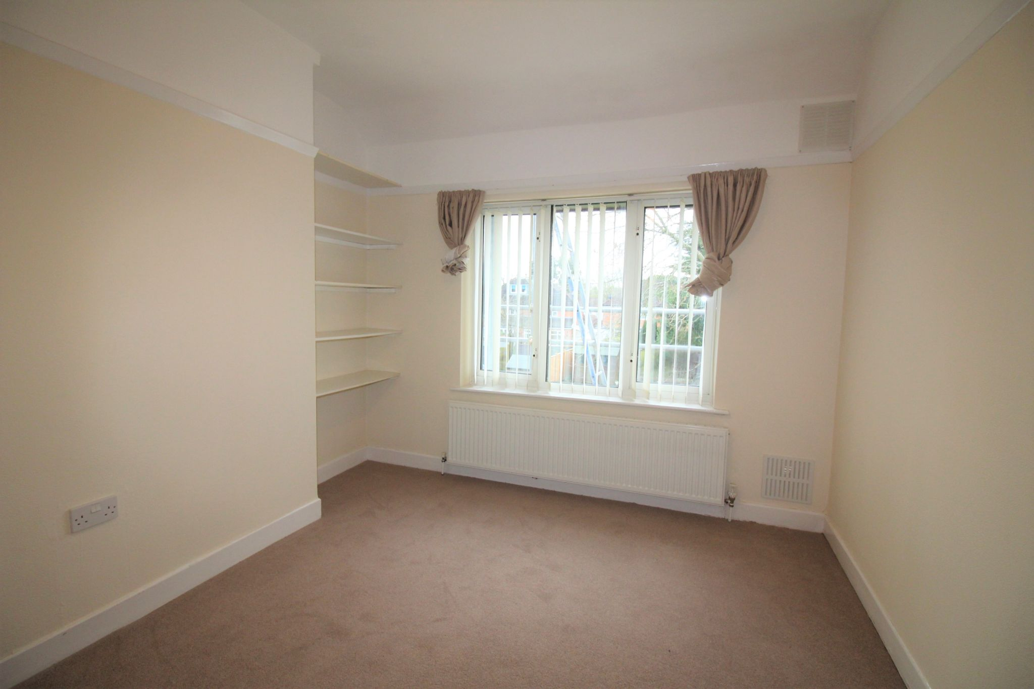 3 bedroom semi-detached house Let Agreed in Solihull - Photograph 10.