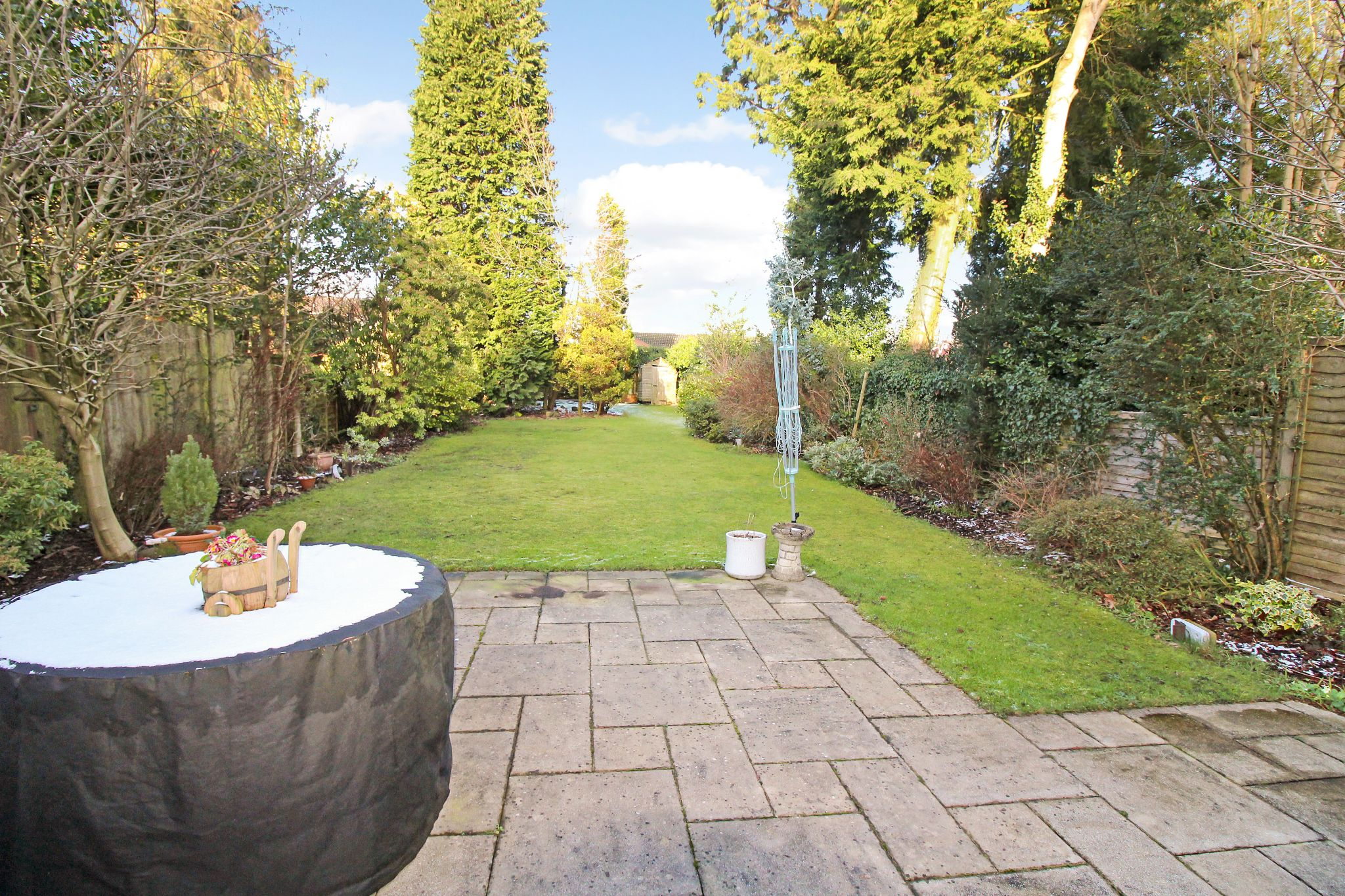 4 bedroom semi-detached house For Sale in Solihull - Property photograph.