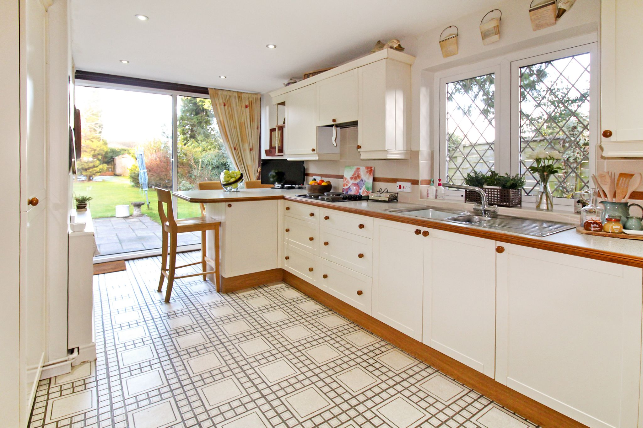 4 bedroom semi-detached house SSTC in Solihull - Photograph 5.