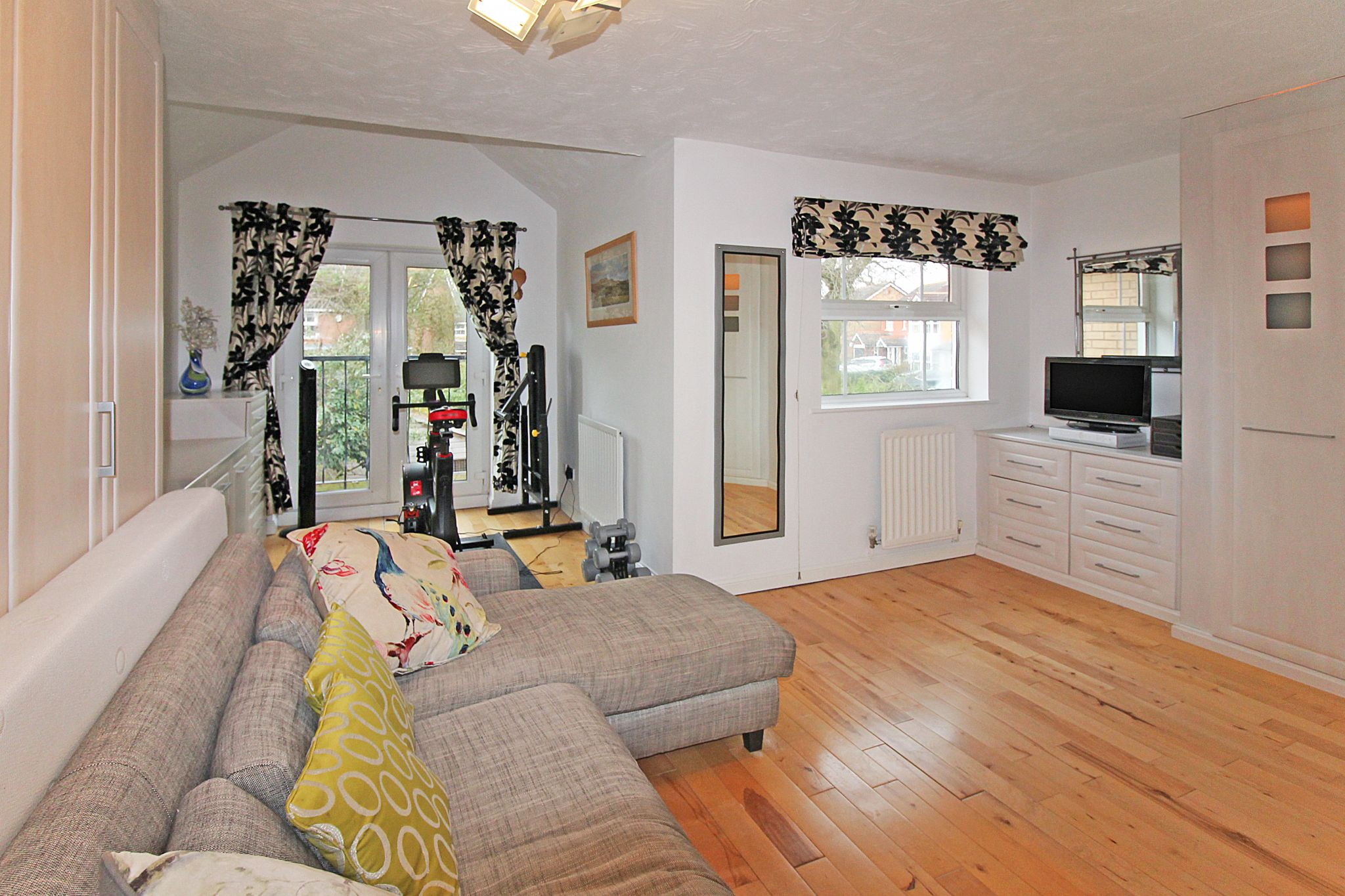 5 bedroom detached house SSTC in Solihull - Photograph 12.