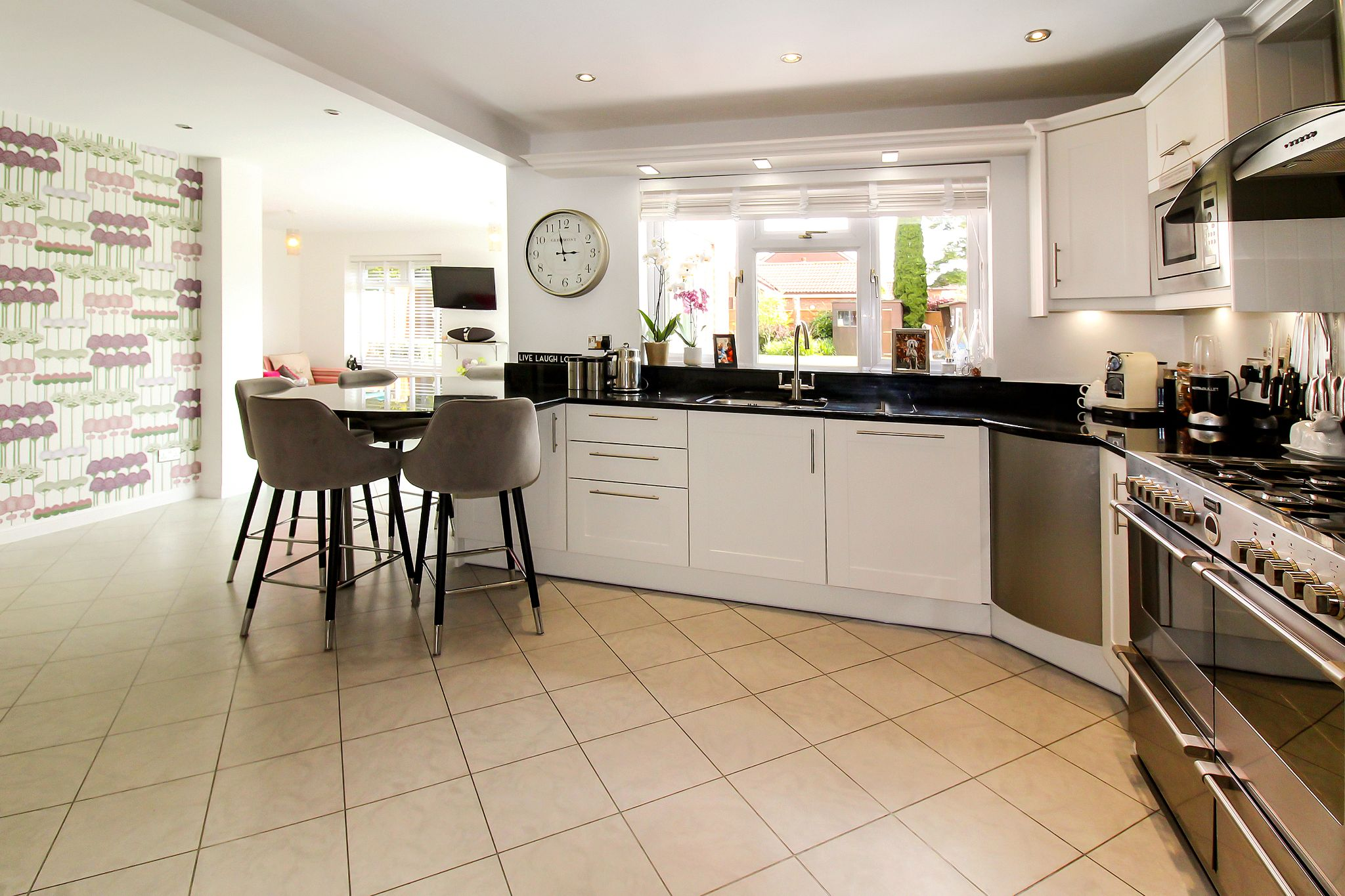 5 bedroom detached house SSTC in Solihull - Photograph 4.
