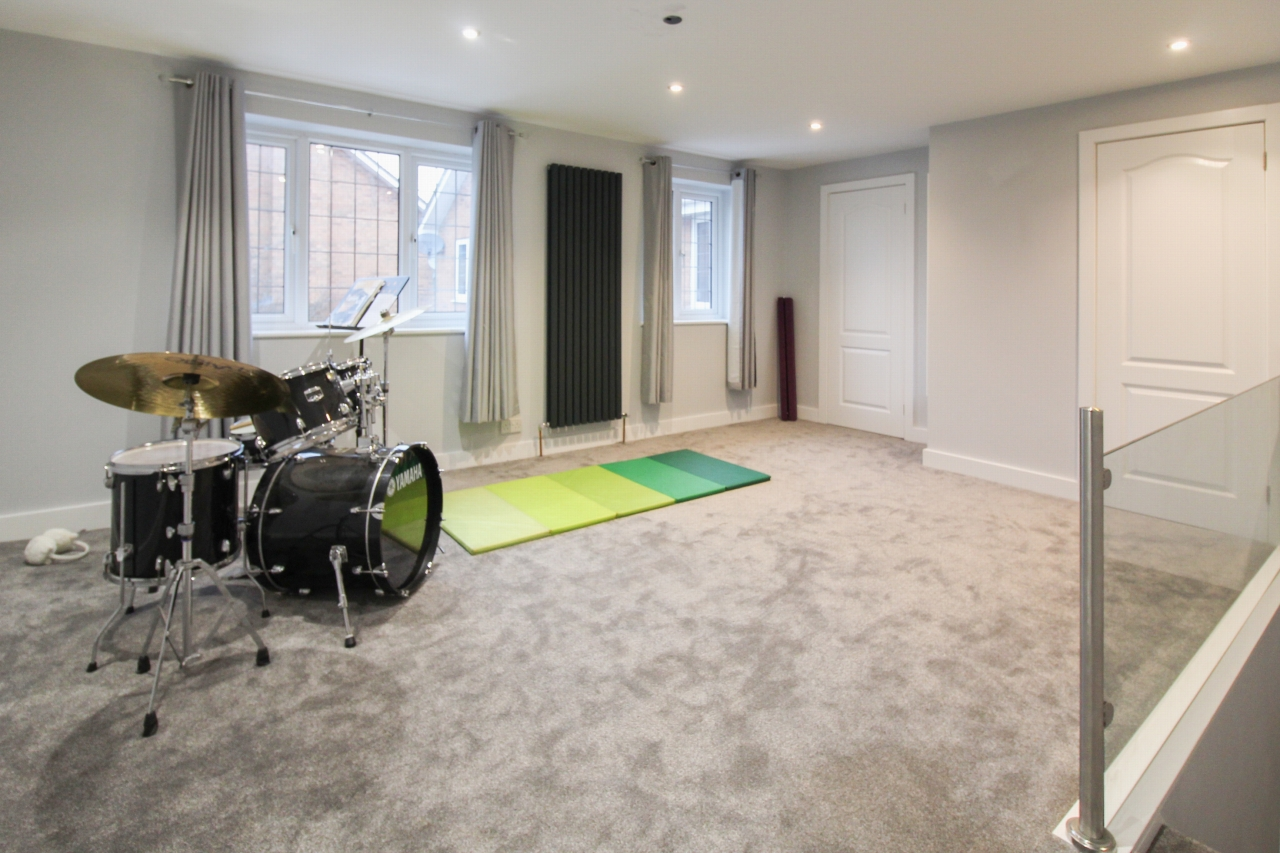 6 bedroom detached house For Sale in Solihull - Photograph 8.