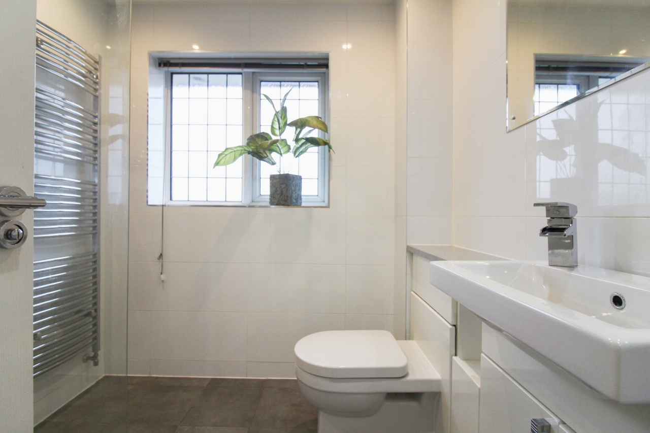 6 bedroom detached house For Sale in Solihull - Photograph 11.