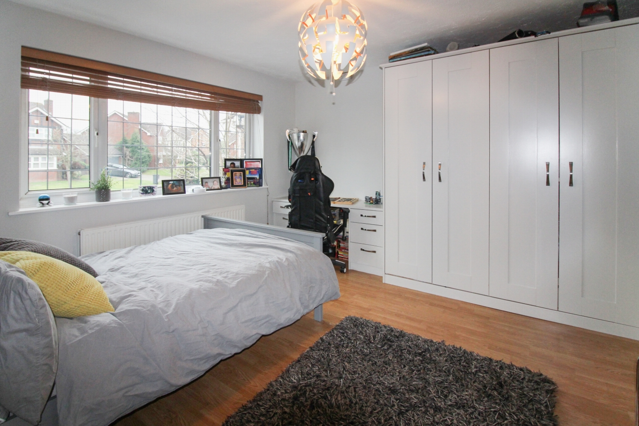 6 bedroom detached house For Sale in Solihull - Photograph 12.