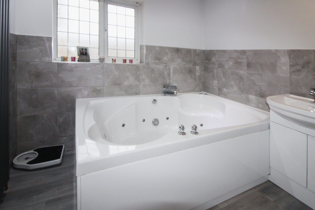 6 bedroom detached house For Sale in Solihull - Photograph 14.