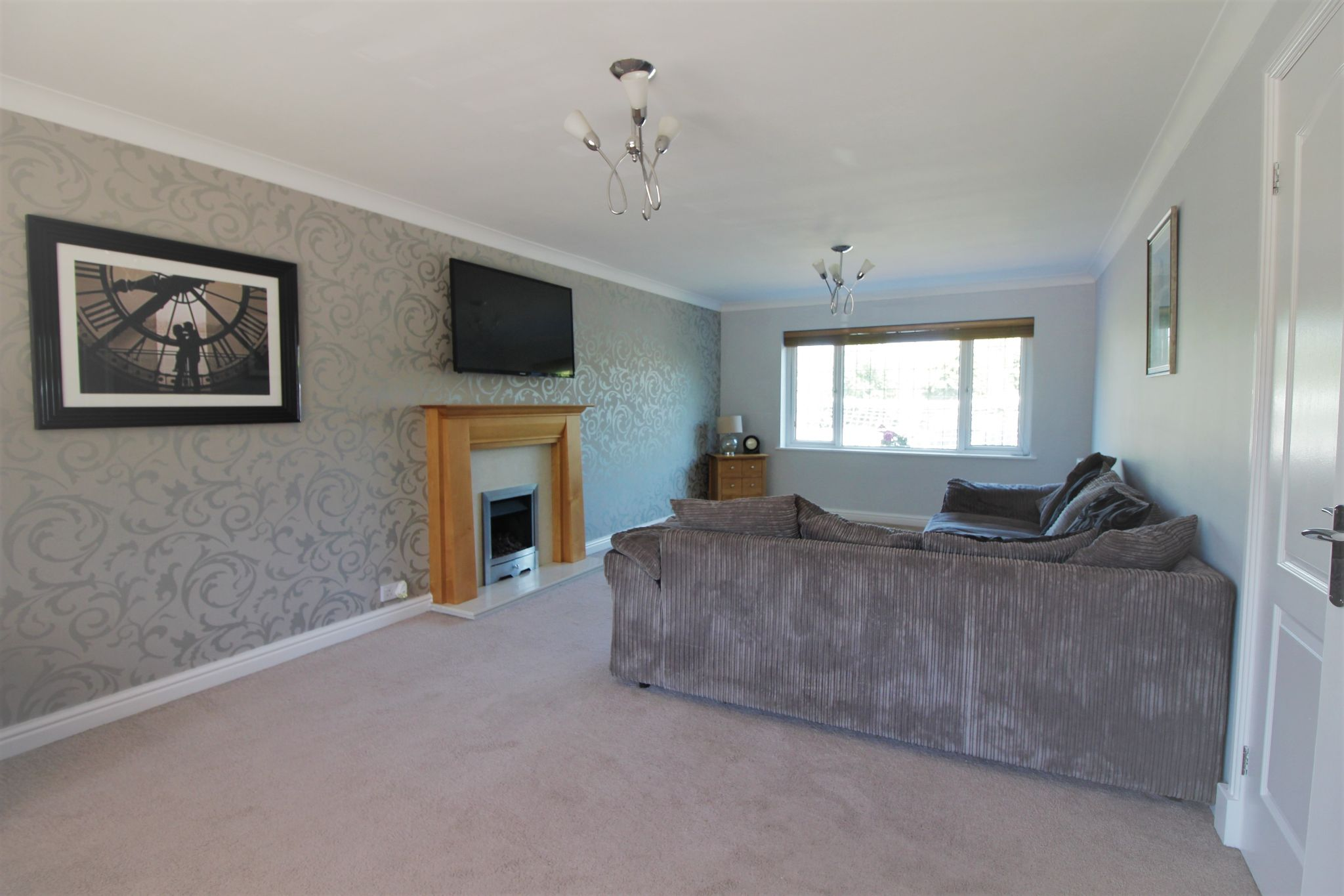 6 bedroom detached house For Sale in Solihull - Photograph 5.