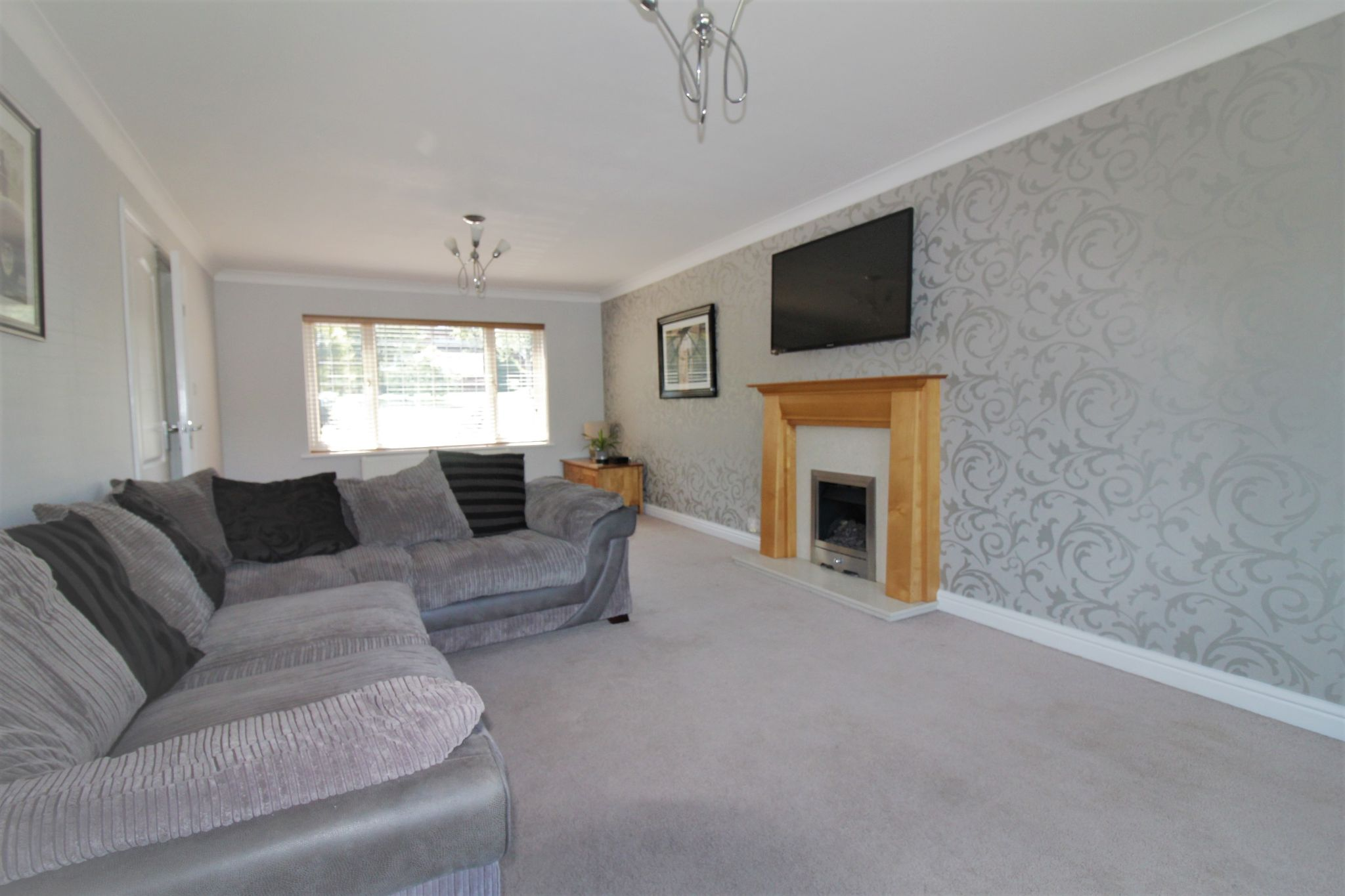 6 bedroom detached house For Sale in Solihull - Photograph 4.
