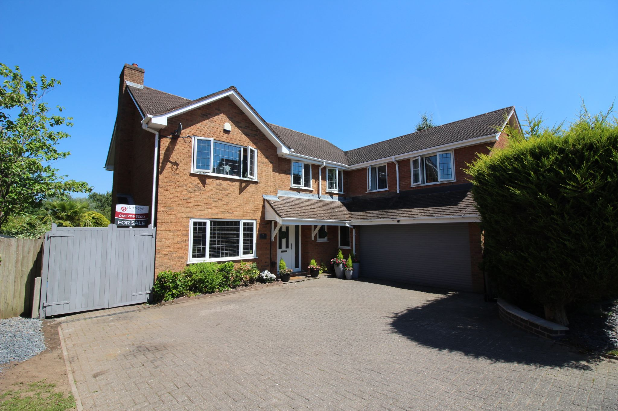 6 bedroom detached house For Sale in Solihull - Photograph 1.
