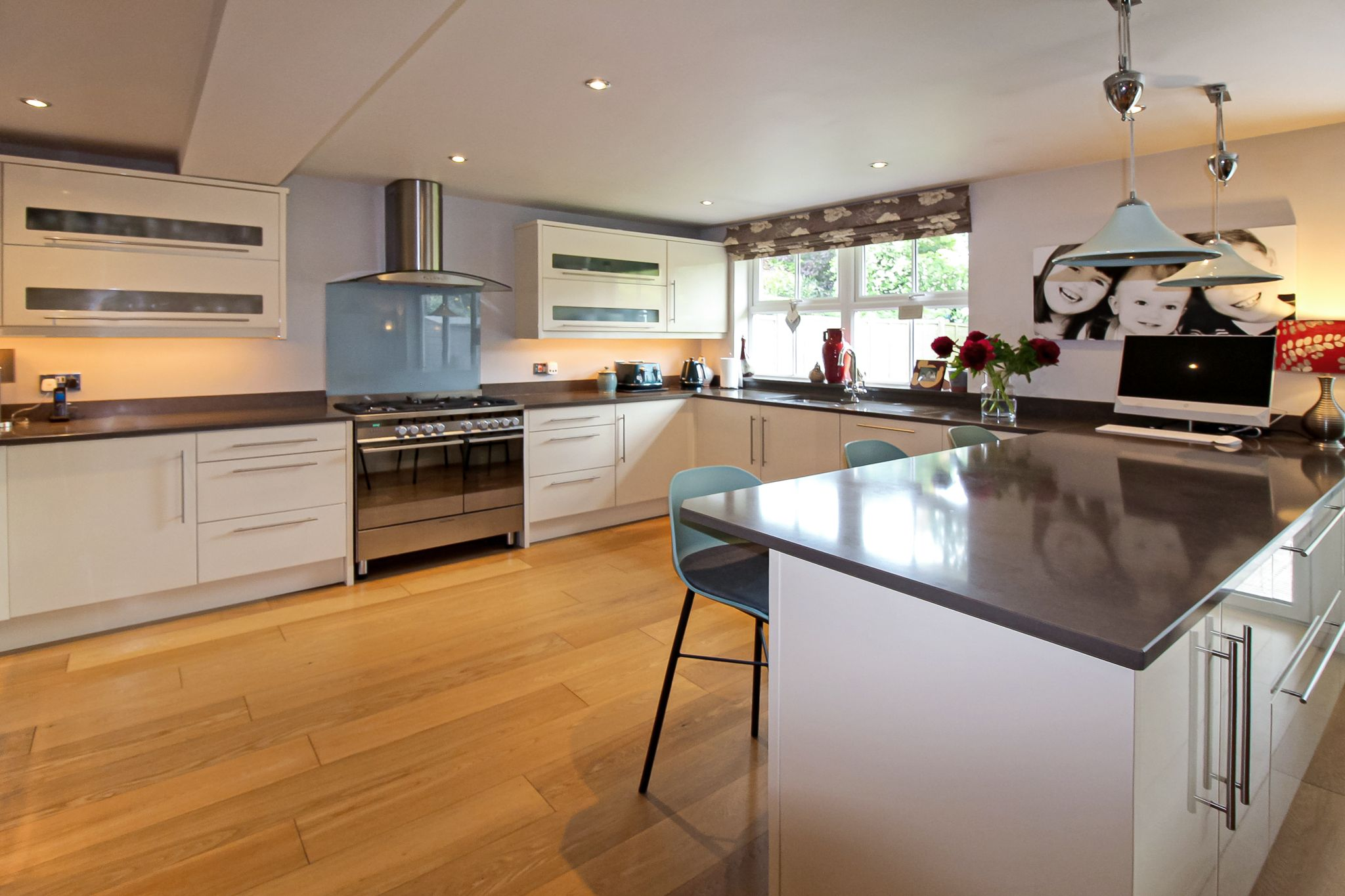 4 bedroom detached house SSTC in Solihull - Photograph 5.