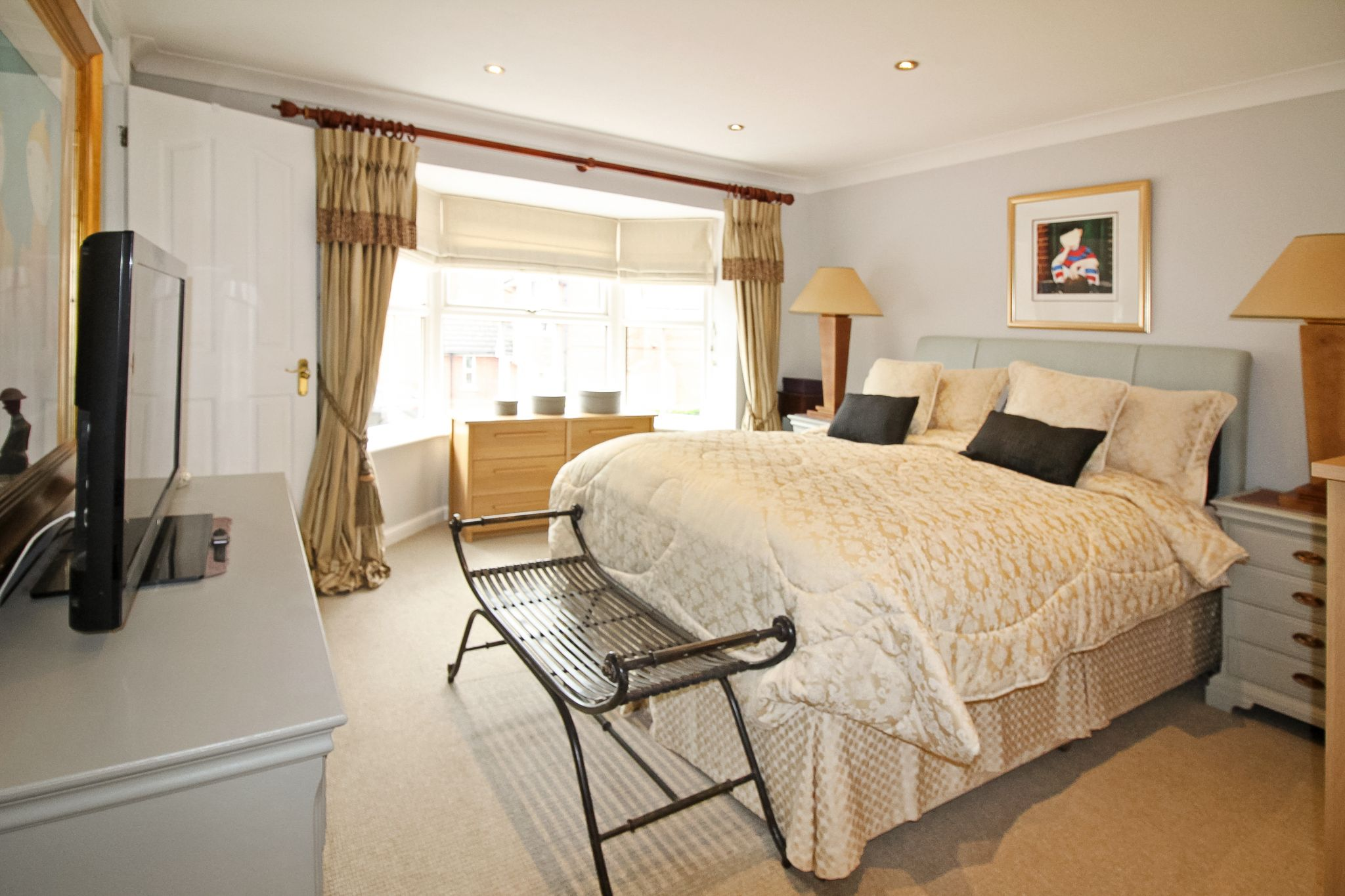 4 bedroom detached house For Sale in Solihull - Photograph 8.