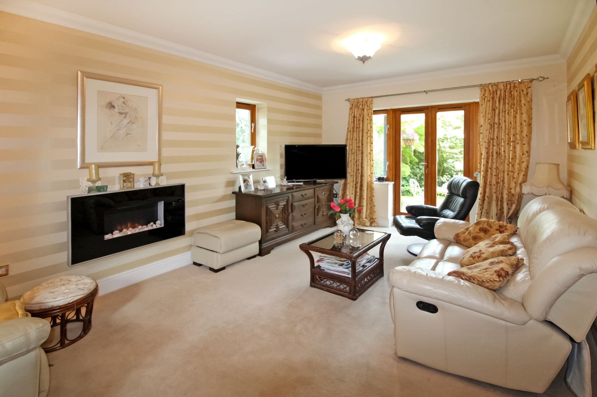 3 bedroom semi-detached house SSTC in Solihull - Photograph 7.