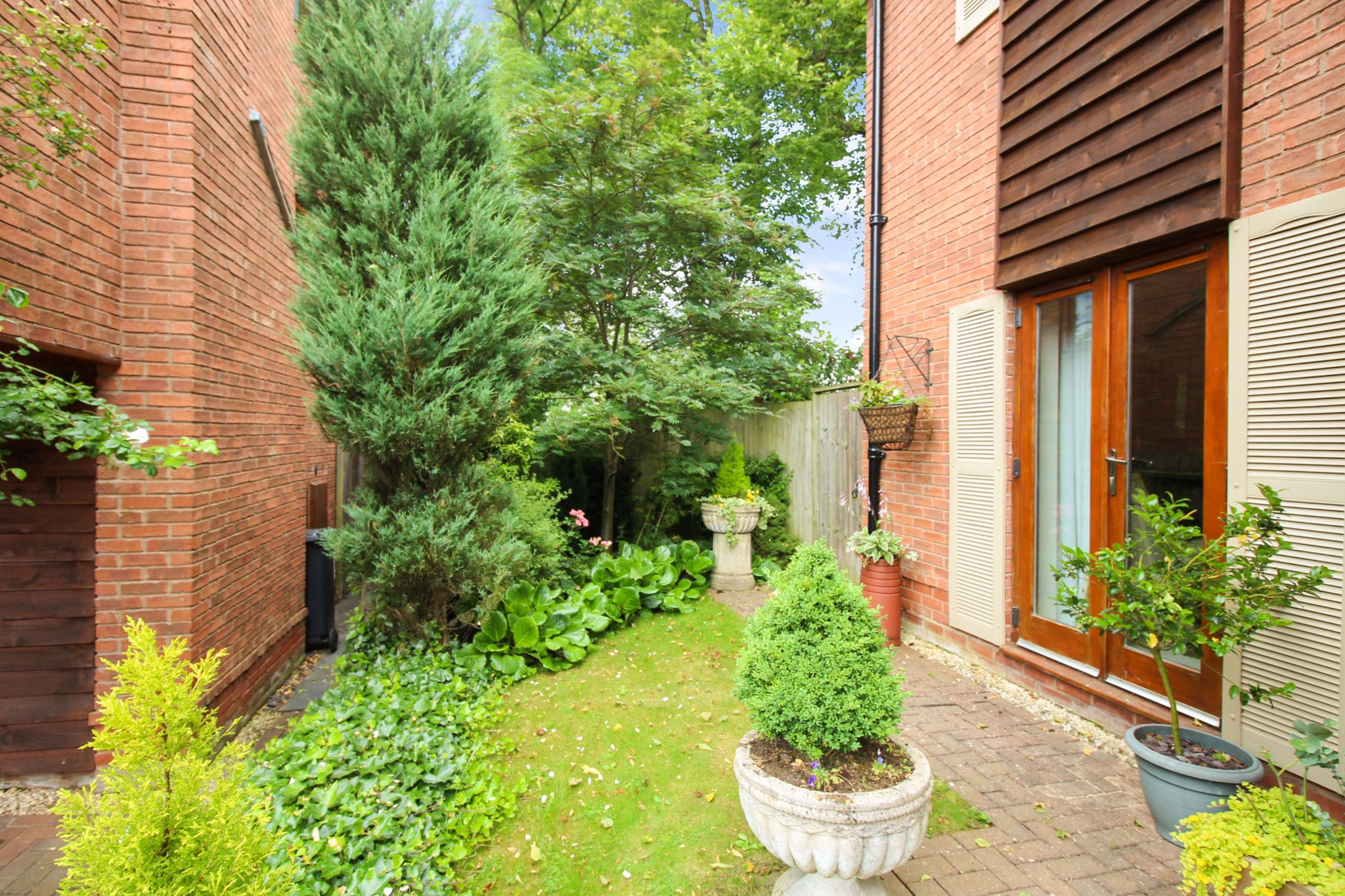 3 bedroom semi-detached house SSTC in Solihull - Photograph 15.