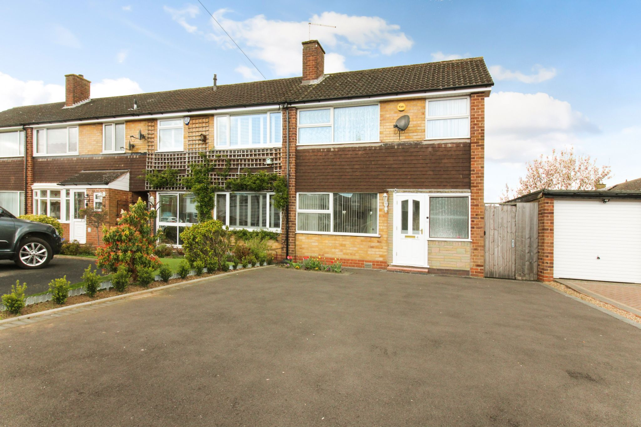 3 bedroom end terraced house To Let in Solihull - Photograph 1.