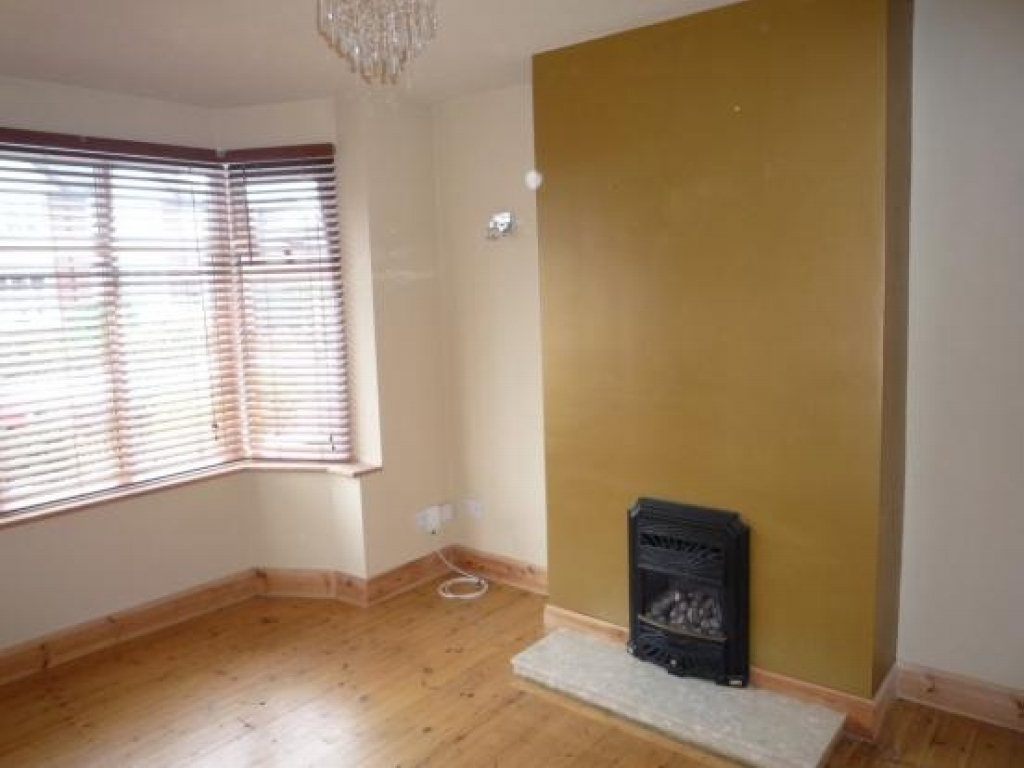 3 bedroom semi detached house To Let in Solihull - Photograph 2.