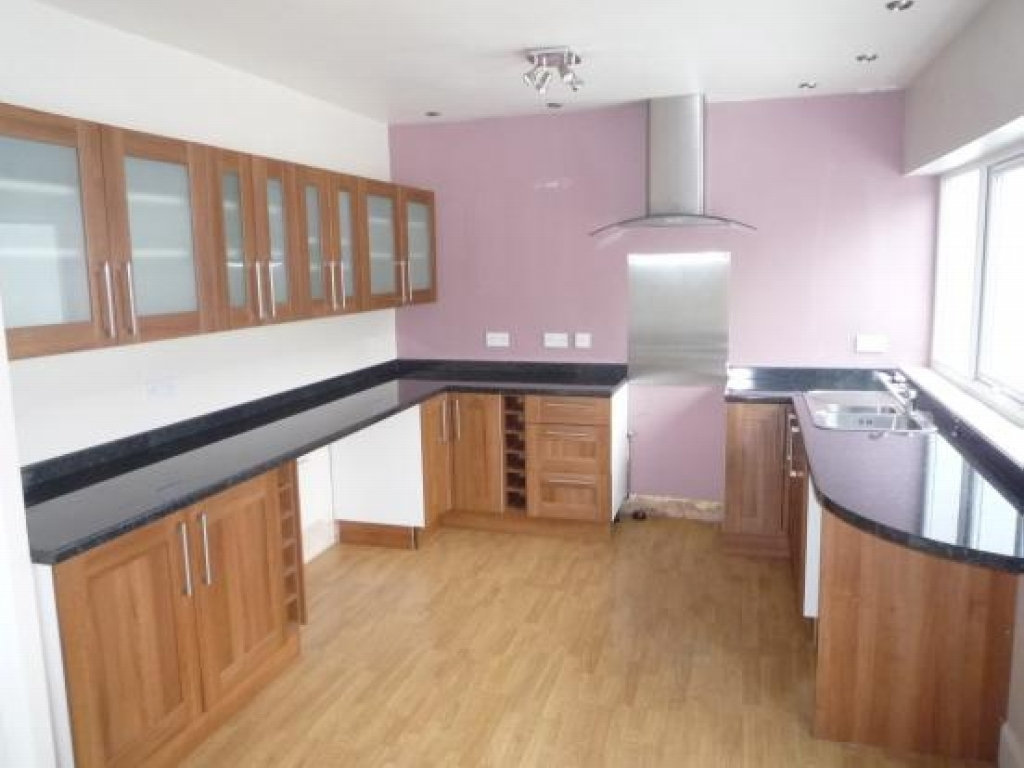 3 bedroom semi detached house To Let in Solihull - Photograph 3.