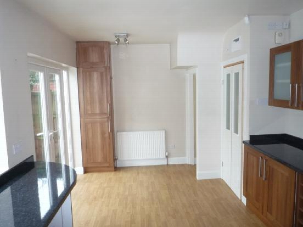 3 bedroom semi detached house To Let in Solihull - Photograph 4.