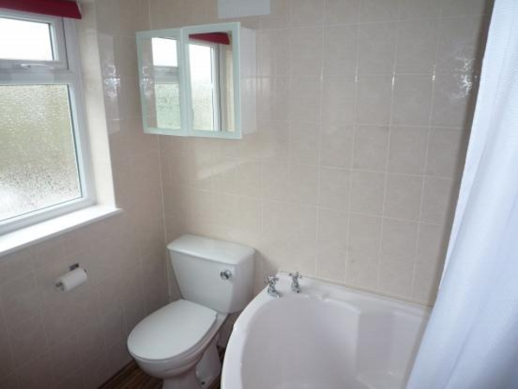 3 bedroom semi detached house To Let in Solihull - Photograph 5.