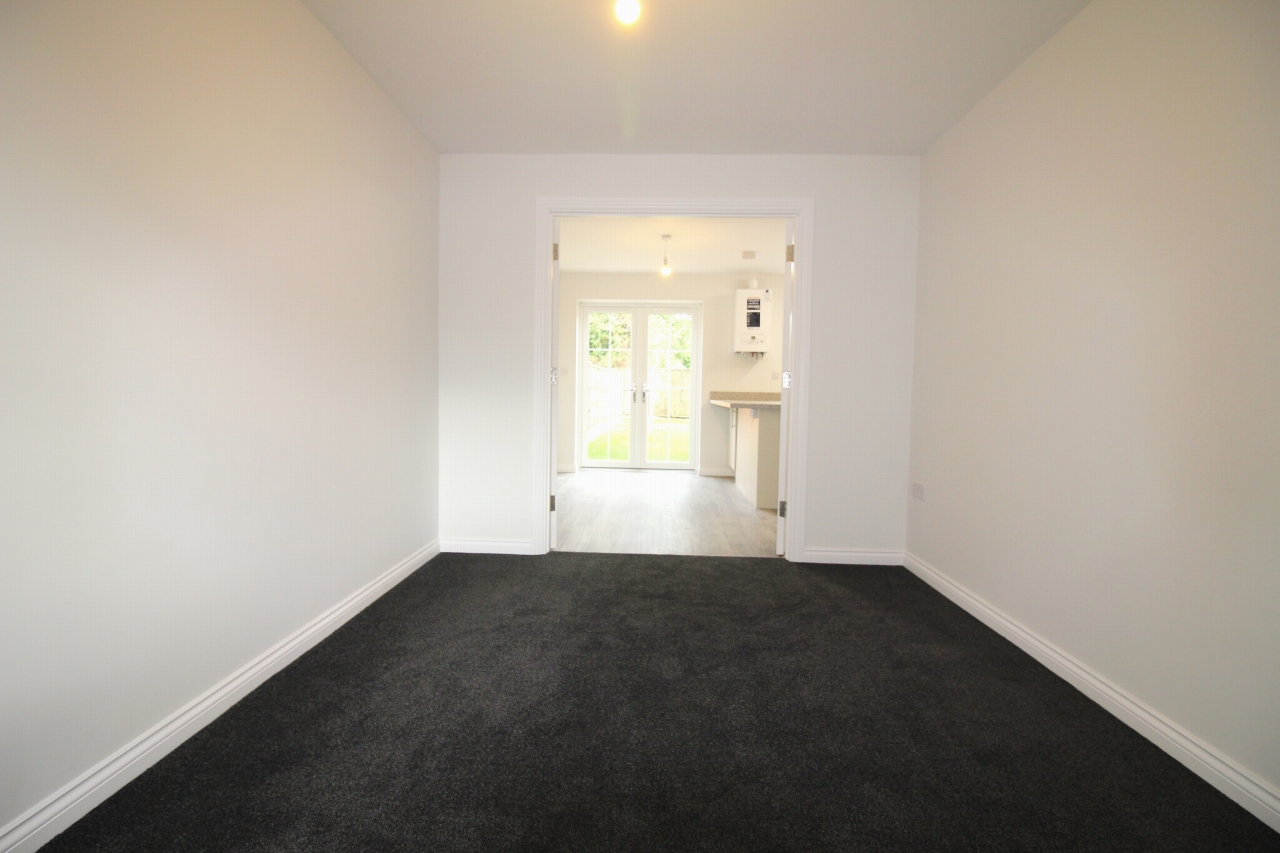 4 bedroom end terraced house Let Agreed in Birmingham - Photograph 3.