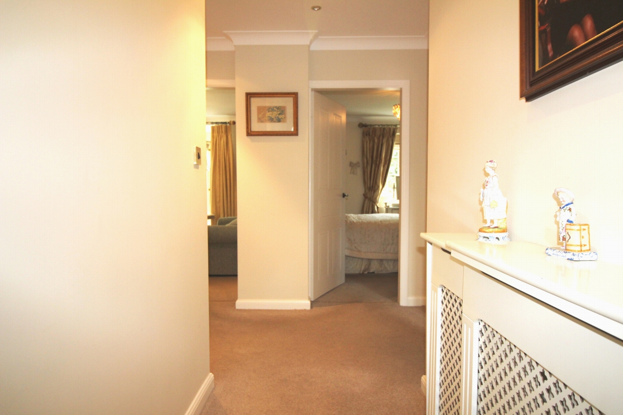 2 bedroom apartment flat/apartment For Sale in Solihull - Photograph 2.