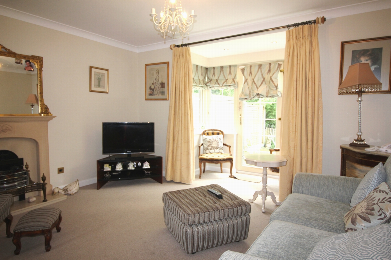 2 bedroom apartment flat/apartment For Sale in Solihull - Photograph 3.