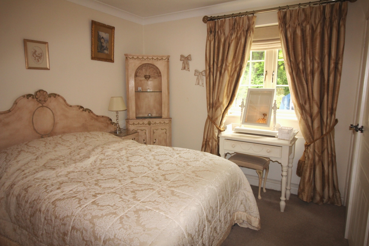 2 bedroom apartment flat/apartment For Sale in Solihull - Photograph 7.