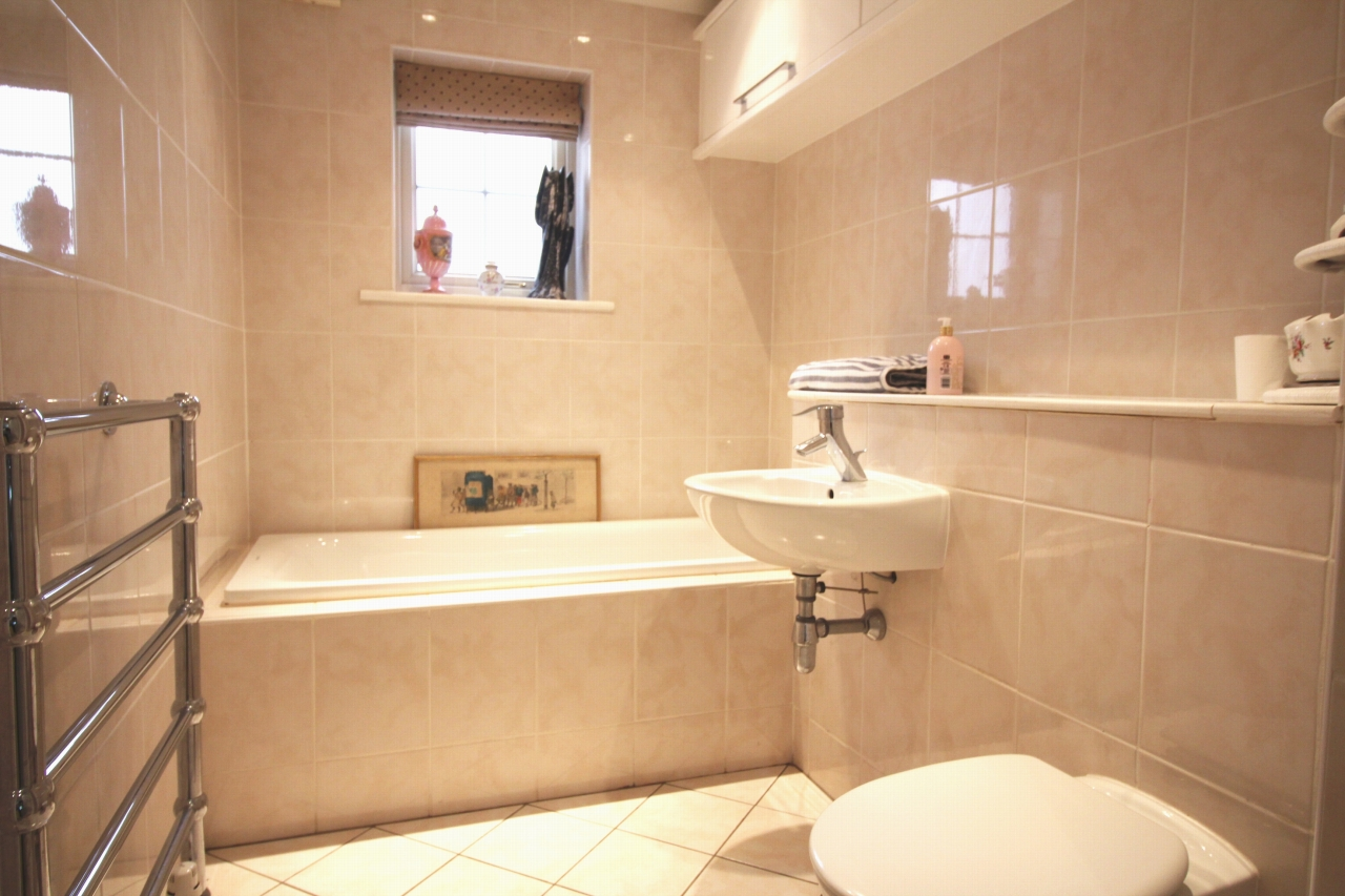 2 bedroom apartment flat/apartment For Sale in Solihull - Photograph 8.