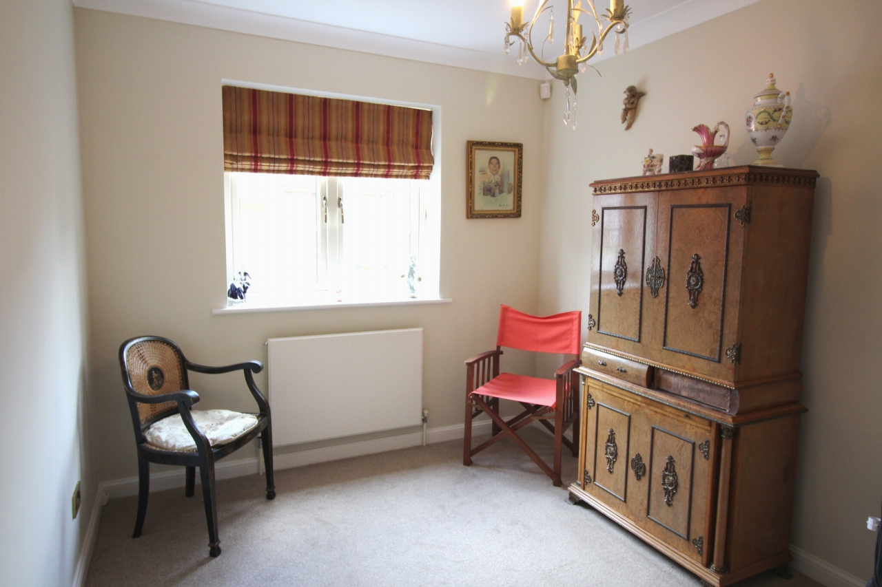 2 bedroom apartment flat/apartment For Sale in Solihull - Photograph 9.