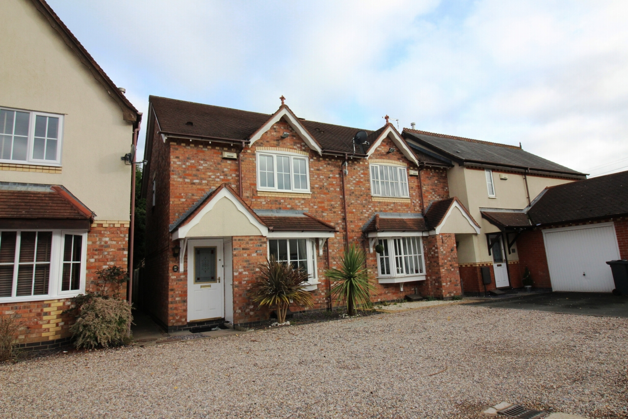 3 bedroom end terraced house Let Agreed in Solihull - Photograph 1.