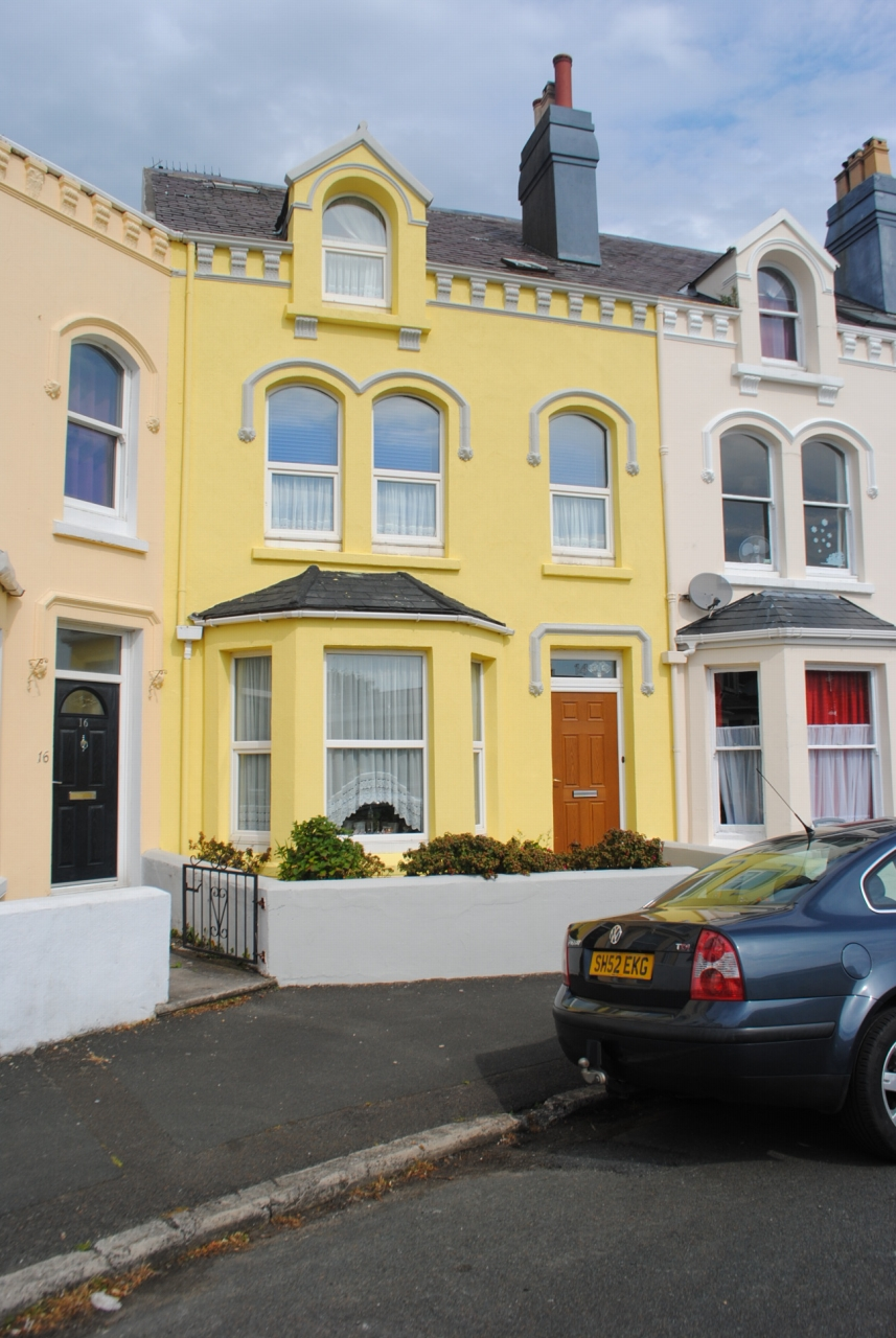 6 bedroom mid terraced house Sale Agreed in Ramsey - Photograph 1