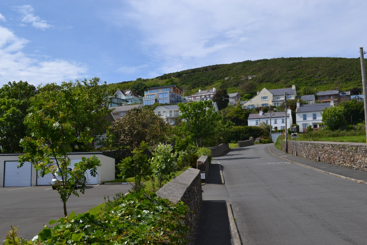 5 bedroom detached house For Sale in Port Erin - Photograph 3