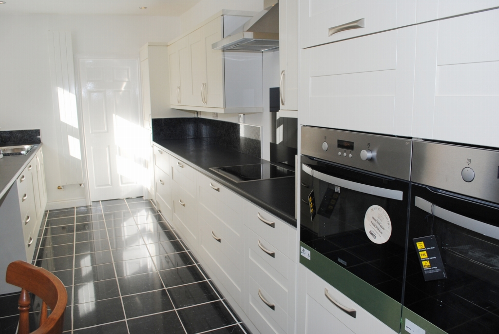 3 bedroom mid terraced house For Sale in Douglas - 4