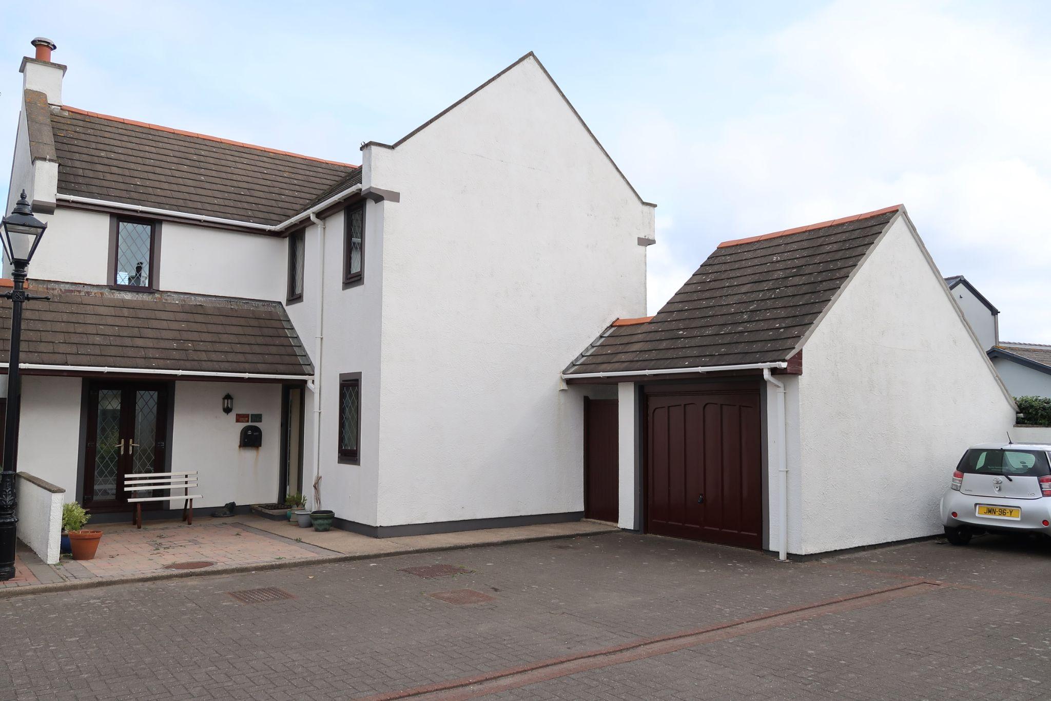 3 bedroom link detached house For Sale in Castletown - Photograph 7