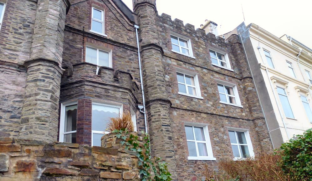 2 bedroom apartment flat/apartment Let in Douglas - Photograph 1