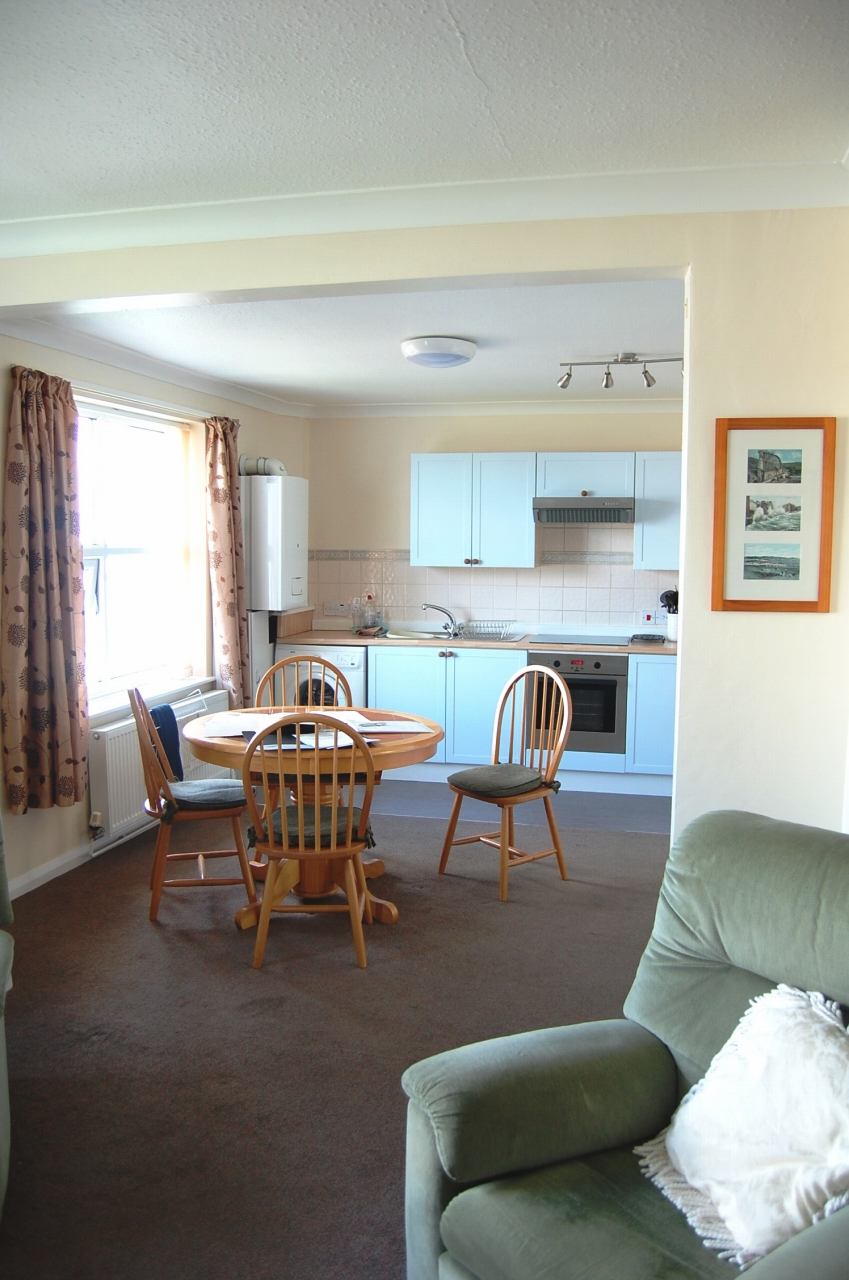 2 bedroom apartment flat/apartment Let in Douglas - Photograph 4