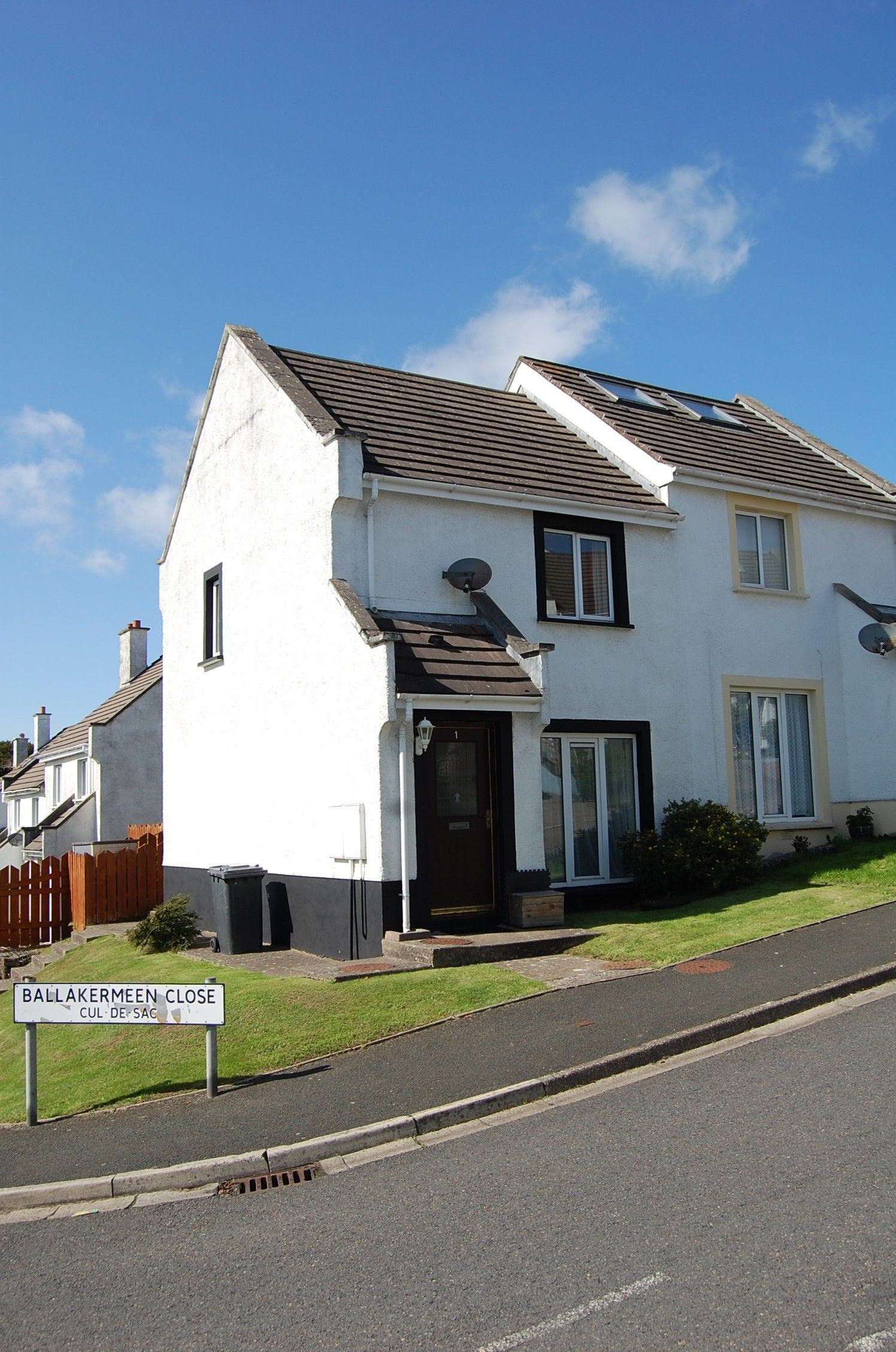 2 bedroom semi-detached house Let in Douglas - Photograph 1