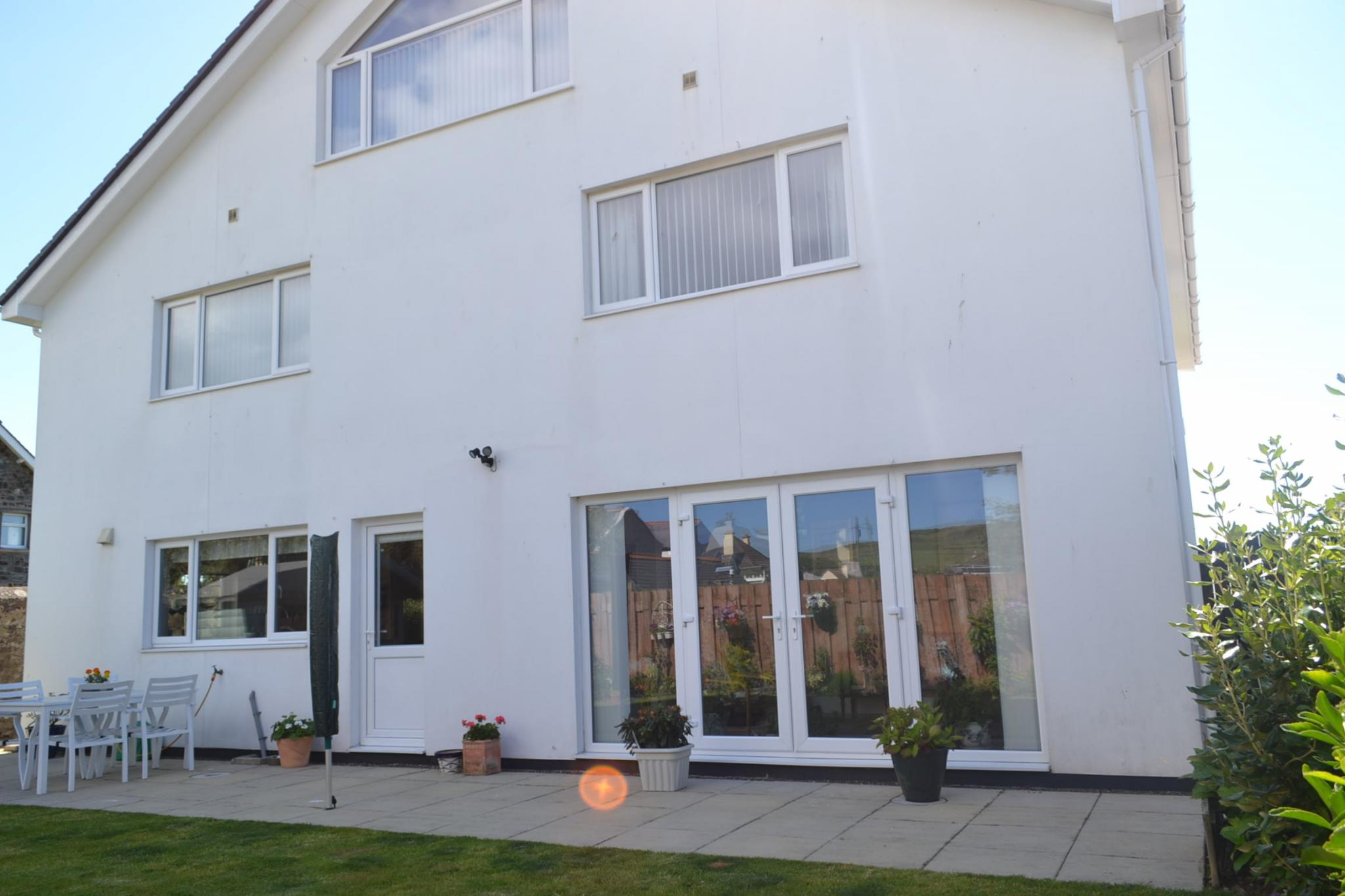 5 bedroom detached house For Sale in Port St Mary - Photograph 7