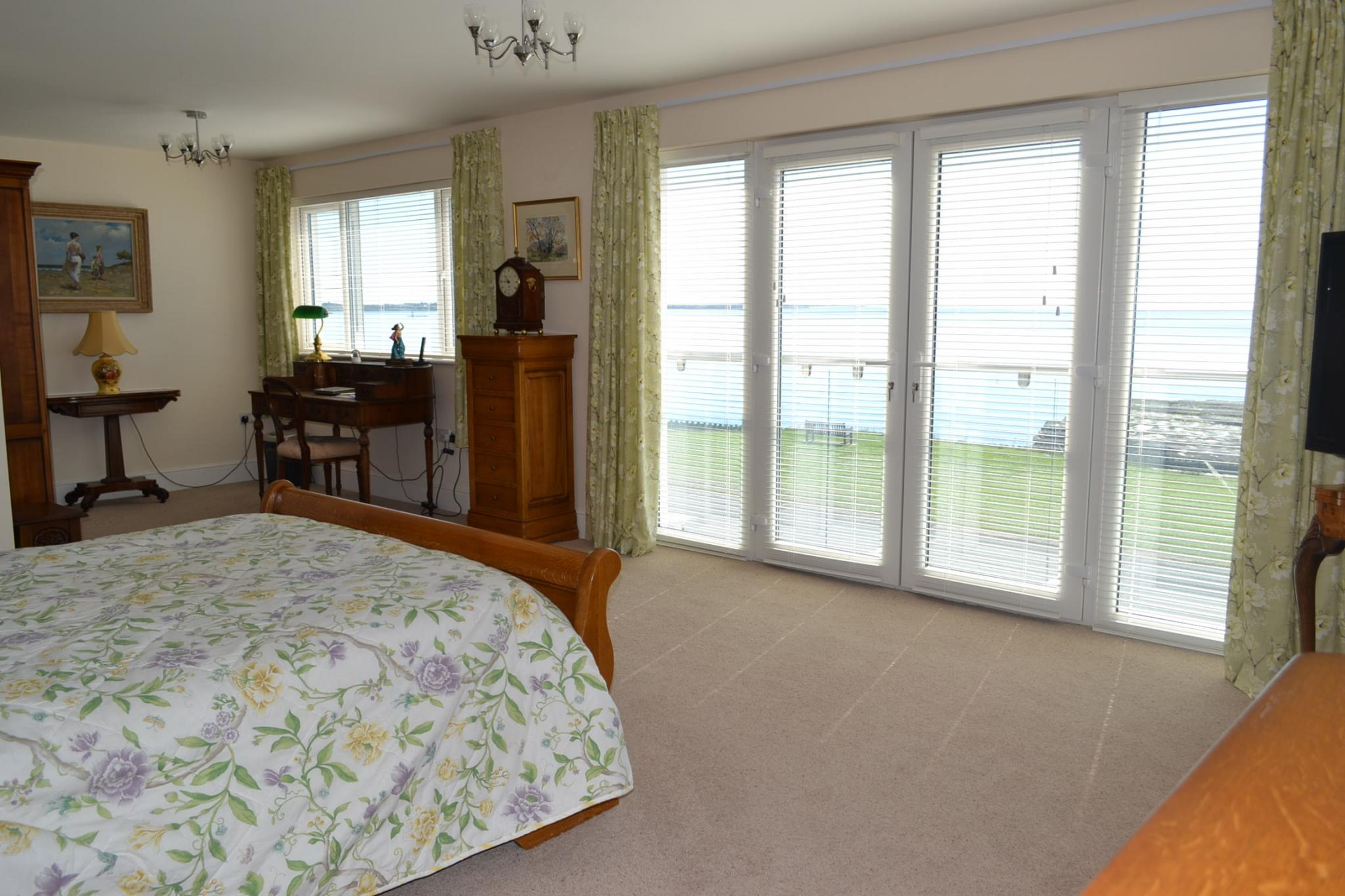 5 bedroom detached house For Sale in Port St Mary - Photograph 16