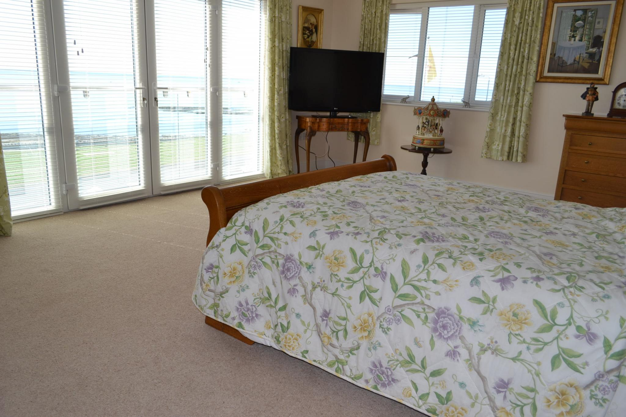 5 bedroom detached house For Sale in Port St Mary - Photograph 17