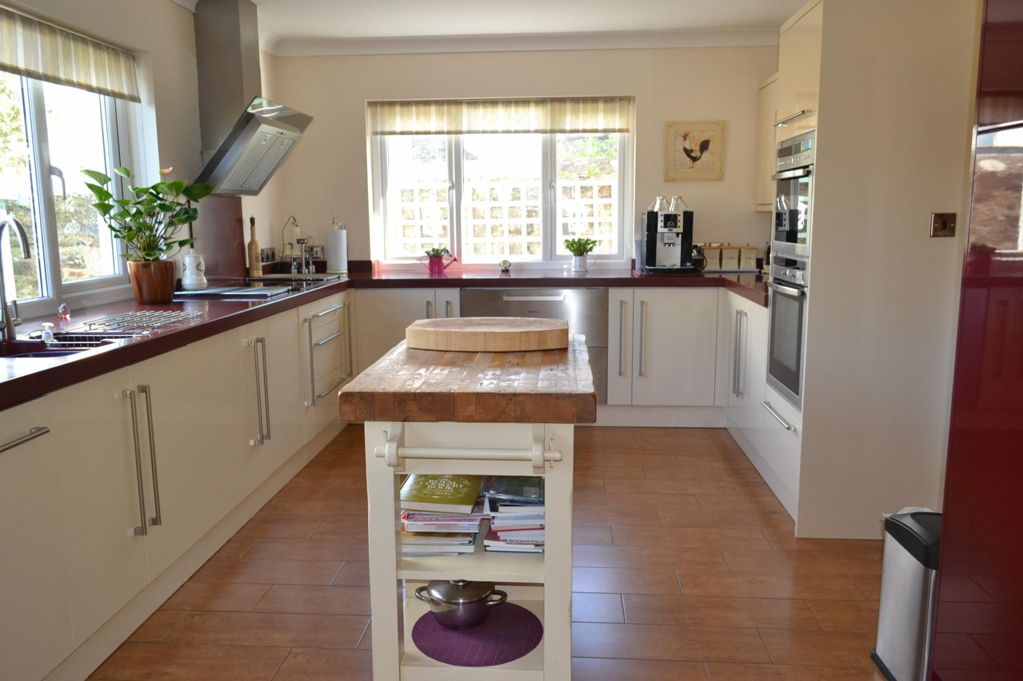 5 bedroom detached house For Sale in Port St Mary - Photograph 15