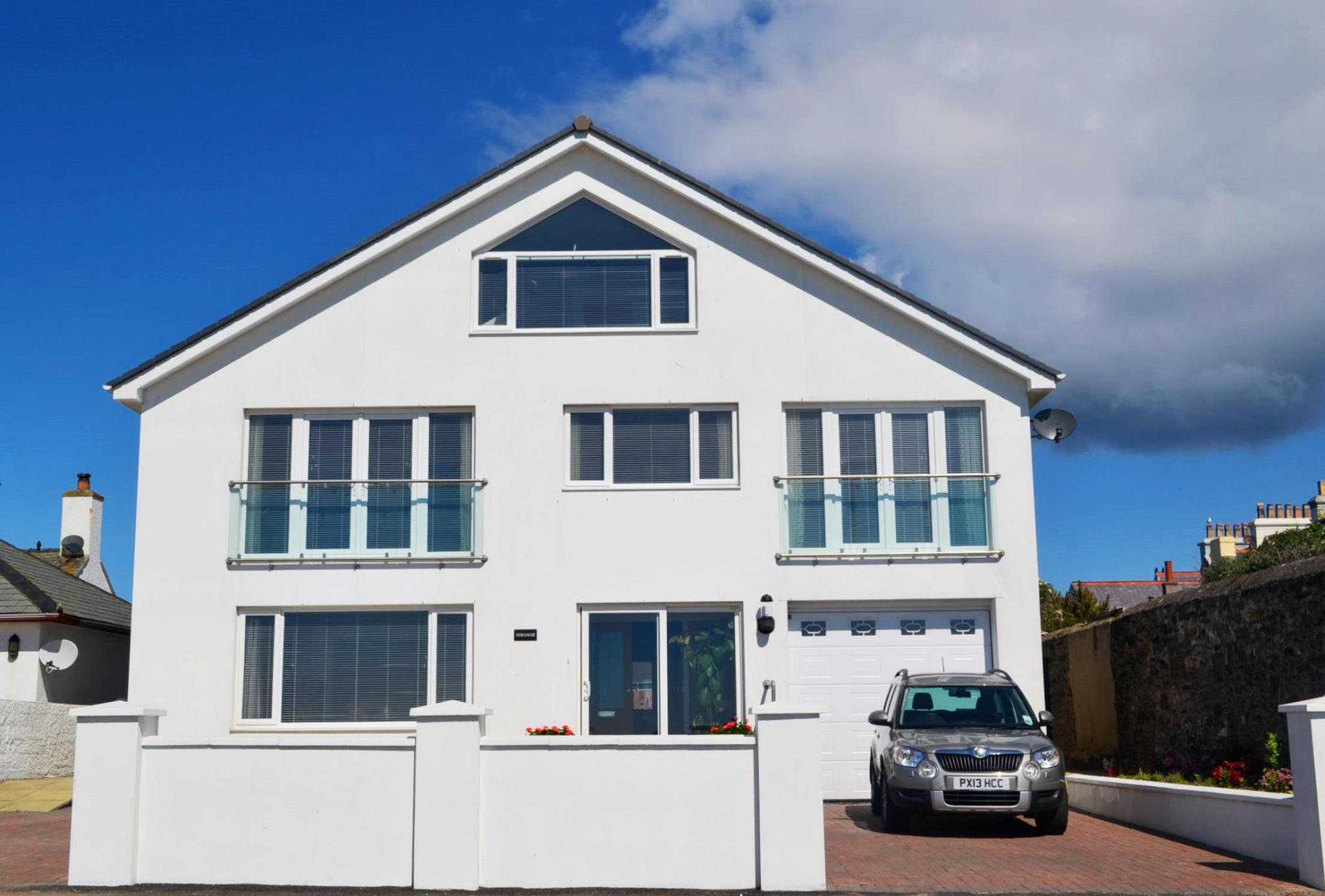 5 bedroom detached house For Sale in Port St Mary - Photograph 1