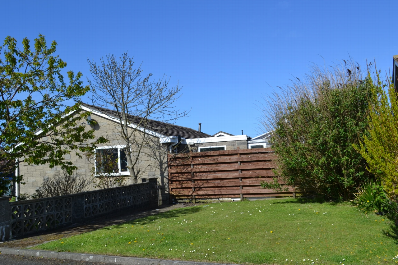 3 bedroom detached bungalow For Sale in Port Erin - Property photograph