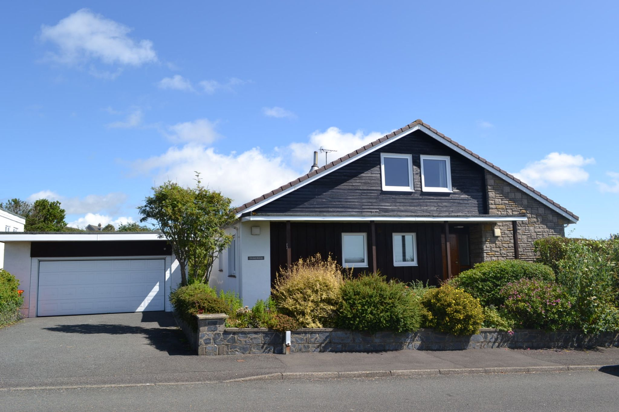 3 bedroom detached bungalow For Sale in Ballasalla - Photograph 1