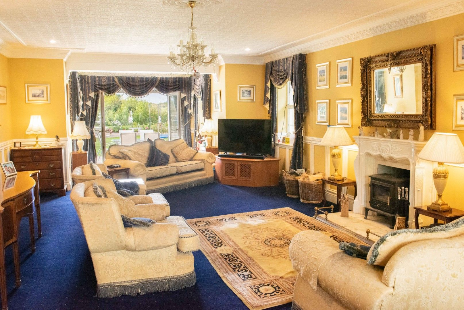 6 bedroom detached house For Sale in Peel - Property photograph