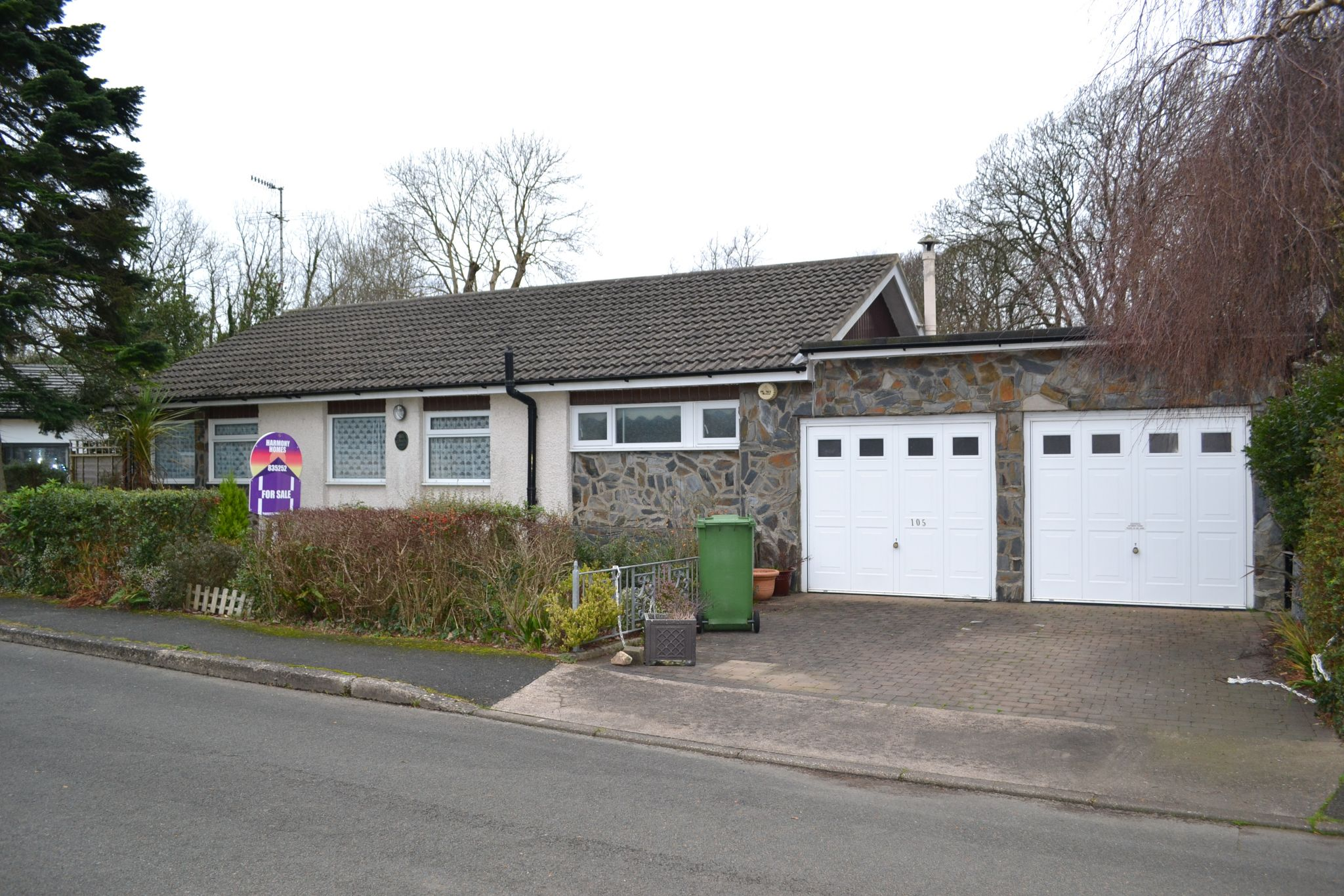 5 bedroom detached bungalow For Sale in Ballasalla - Property photograph