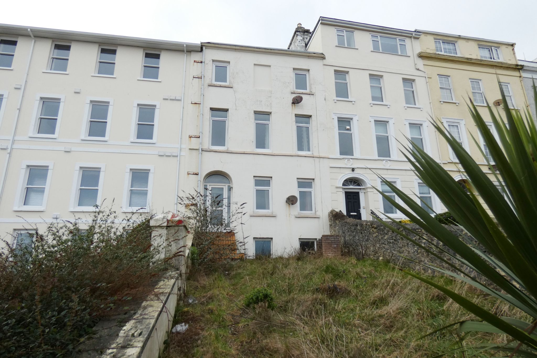 6 bedroom mid terraced house Sale Agreed in Douglas - Photograph 1