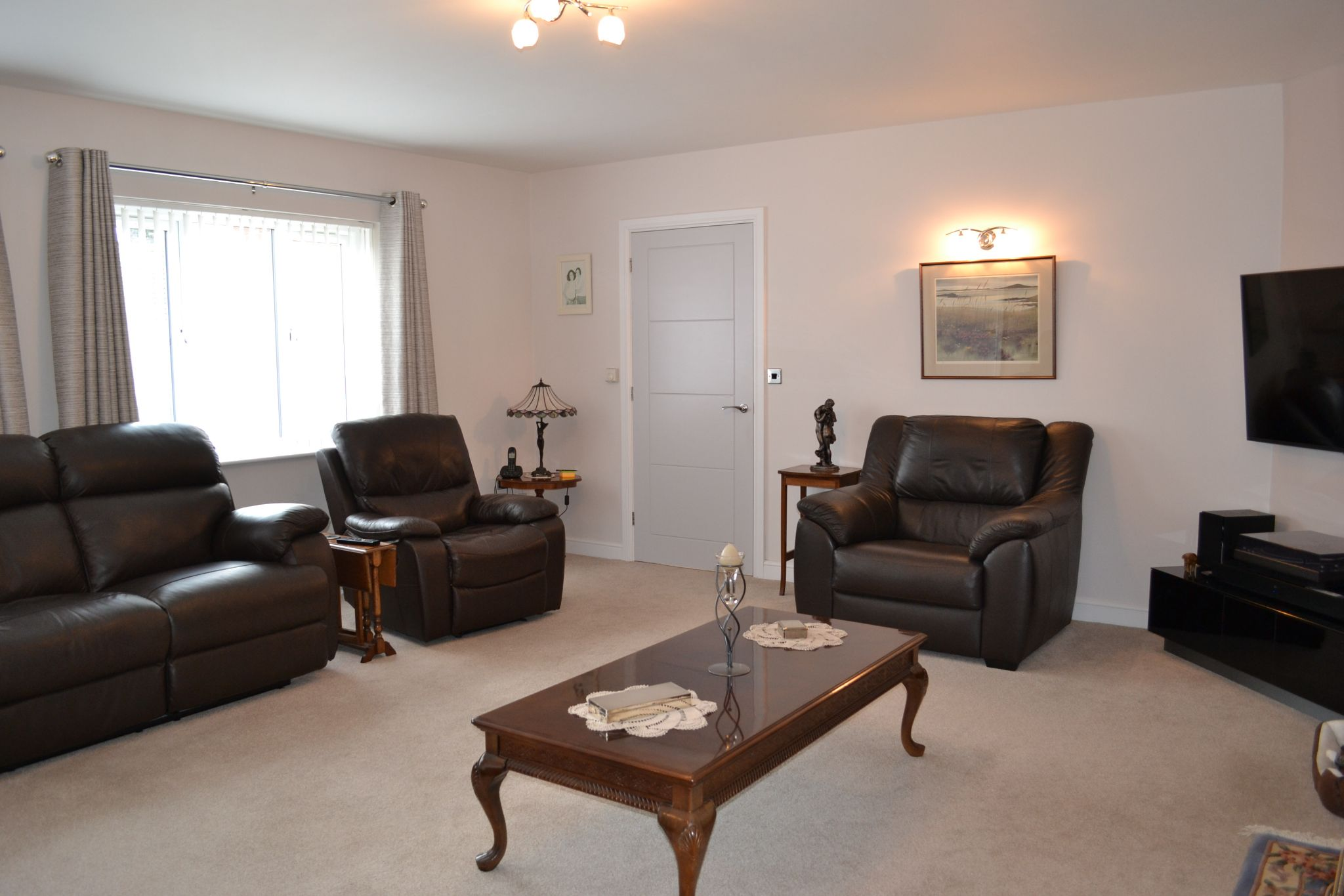 4 bedroom detached bungalow For Sale in Castletown - Property photograph